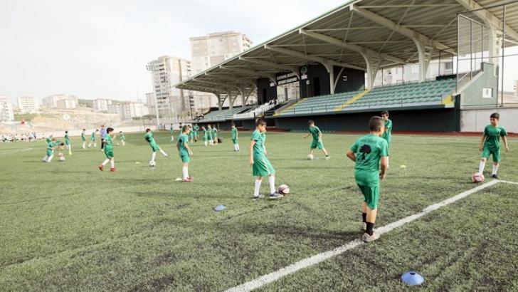 BEYKENT STADYUMU'NDA FUTBOL SPOR OKULU BÜYÜK İLGİ GÖRÜYOR