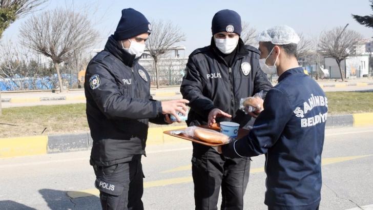 Şahinbey Belediyesi'nden çorba ikramı
