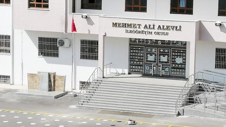 Öğrenci velileri Atatürk büstü istiyor