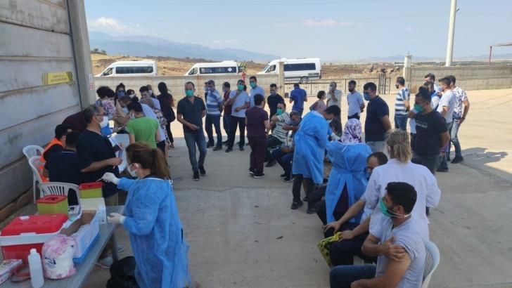 Sanayi şehri Gaziantep'te sanayi çalışanları aşılanıyor